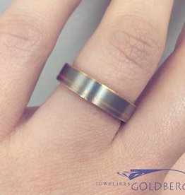 Vintage 18 carat bicolor gold matted design ring