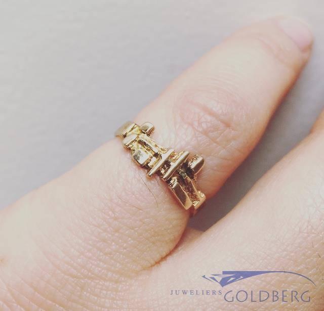 Vintage 14 carat gold ring unique design