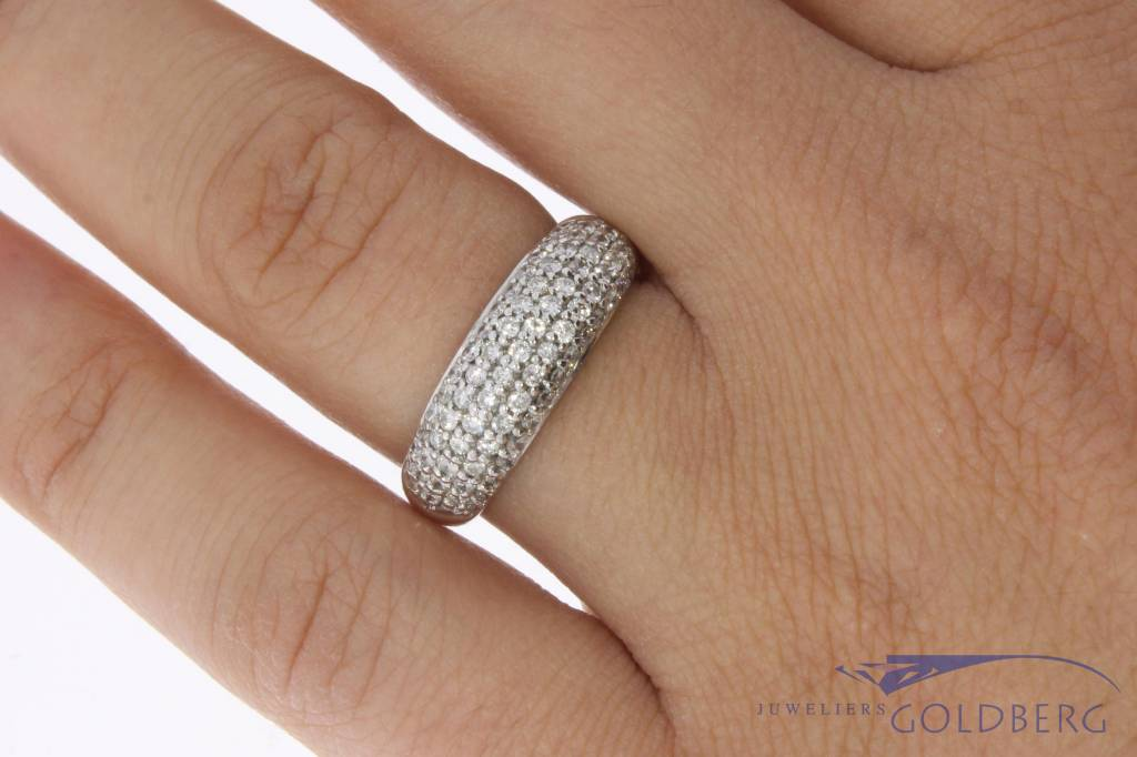 18 carat white gold ring with ca. 0.90ct brilliant cut diamond