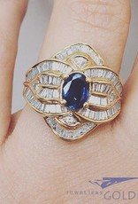 18k gouden ring met ca. 1.5ct baguette geslepen diamant en blauwe saffier