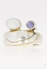 Robust vintage silver ring with opal and amethyst