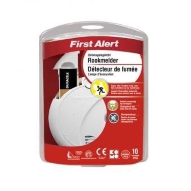 First Alert Détecteur de fumée optique First Alert avec éclairage de secours