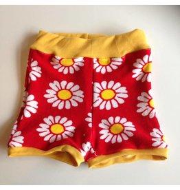 kort shortje spons maat 74-80 rood met gele bloem