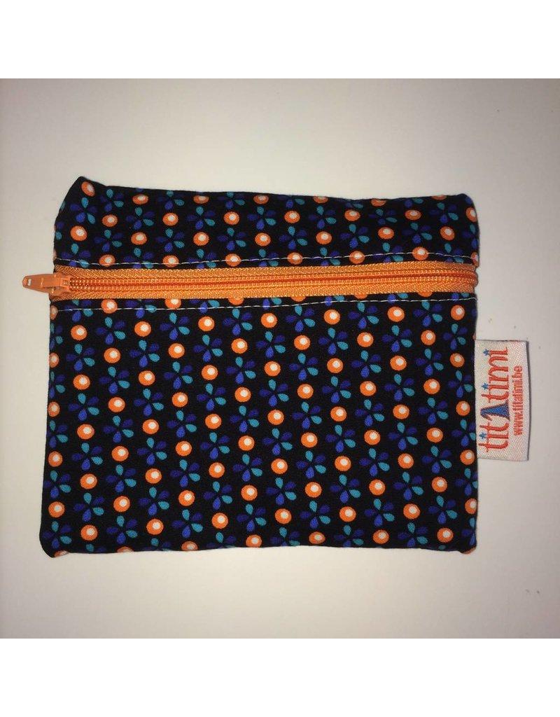 ritstasje M rits vooraan zwart oranje blauw petit pan