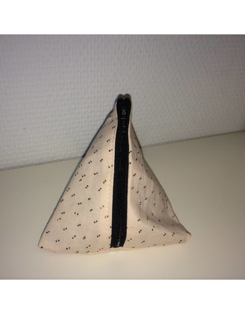 piramidetasje poederroze met zwarte en gouden stipjes