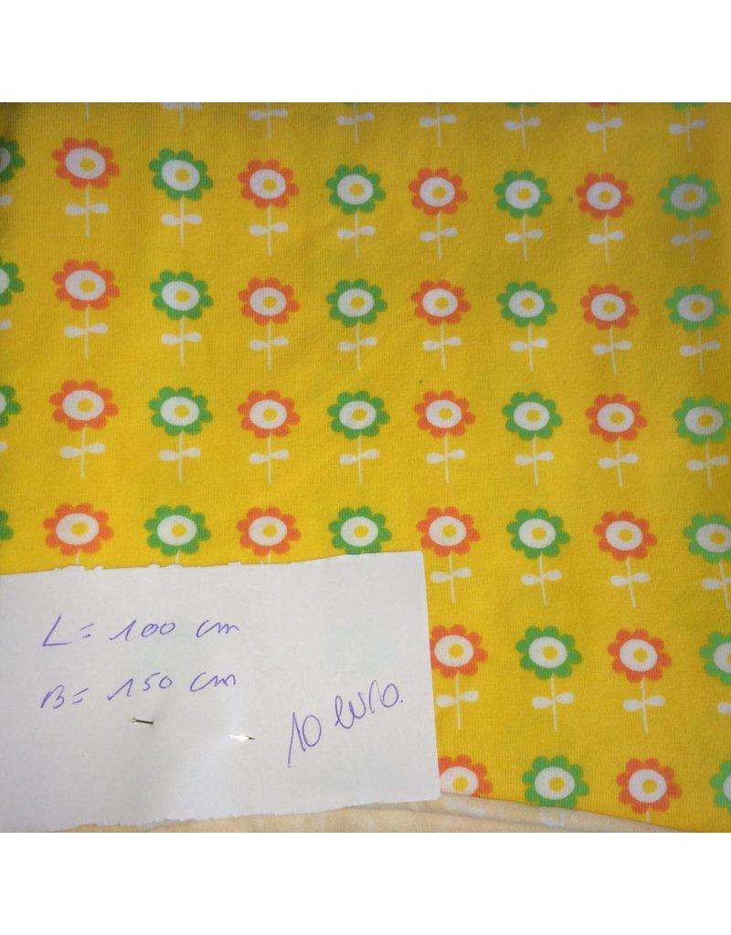 stof tricot bloemen op geel (1)