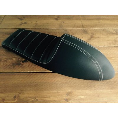 Upholstered Cafe Racer Seat Tuck N' Roll Stitch Zwart Type 45