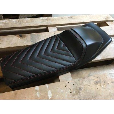 "Flat Tracker Seat Vintage Black / Red ""V For Vendetta"" 21"