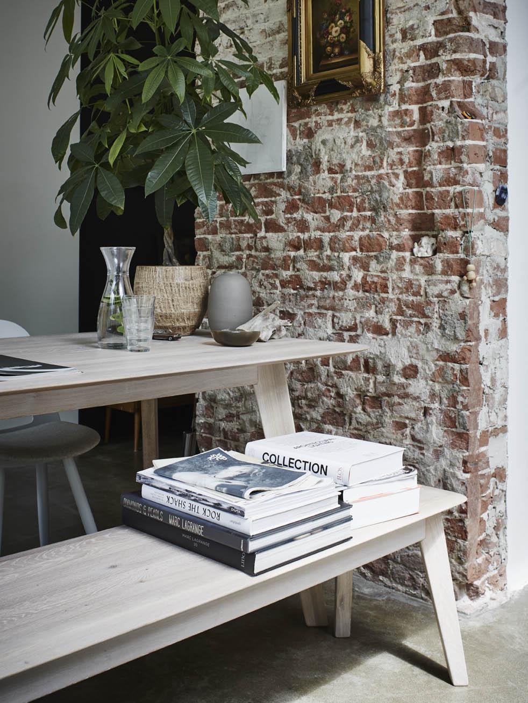 Whitewash houten tafel met eetkamerbankje