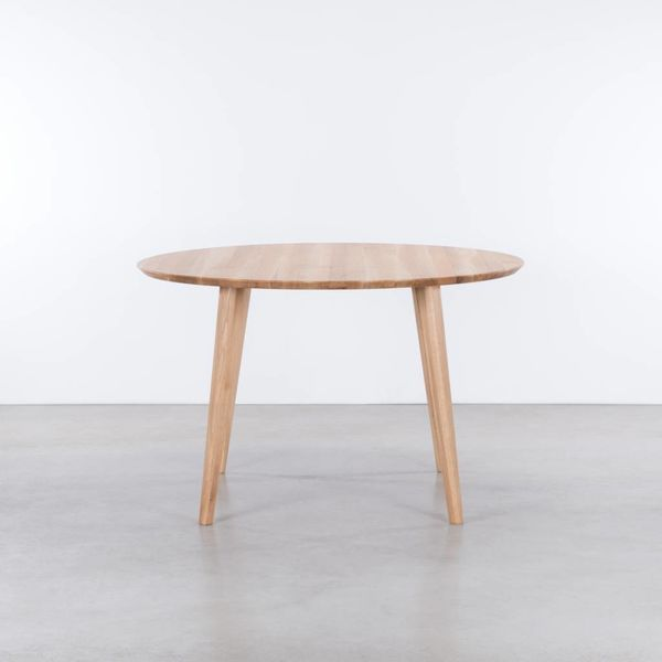bSav & Okse Tomrer ronde tafel Eiken