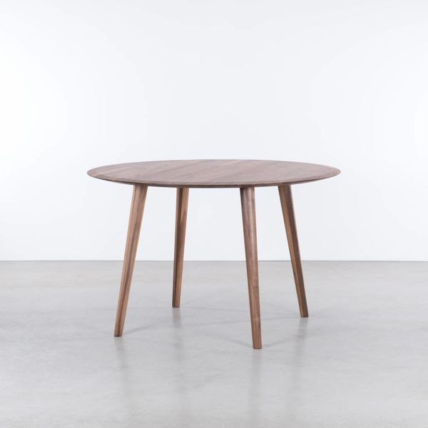 bSav & Okse Olger ronde tafel Walnoot