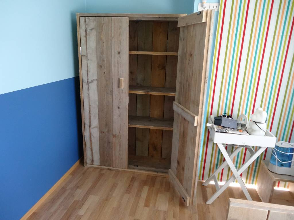felding bauholz schrank pure wood design. Black Bedroom Furniture Sets. Home Design Ideas