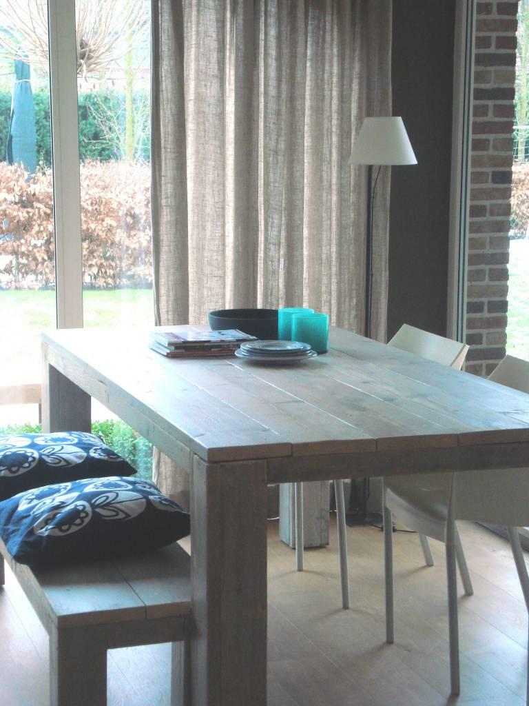 hamar tisch aus bauholz mit blockbeinen pure wood design. Black Bedroom Furniture Sets. Home Design Ideas