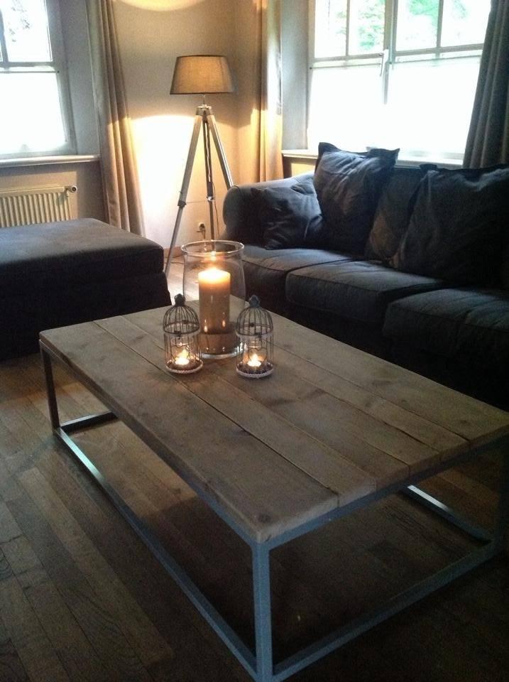 Dalvik Couchtisch aus Bauholz mit Untergestell aus Stahl