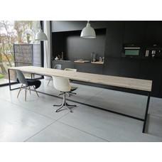 """""""Brandal"""" Tisch aus Bauholz mit Untergestell aus Stahl"""