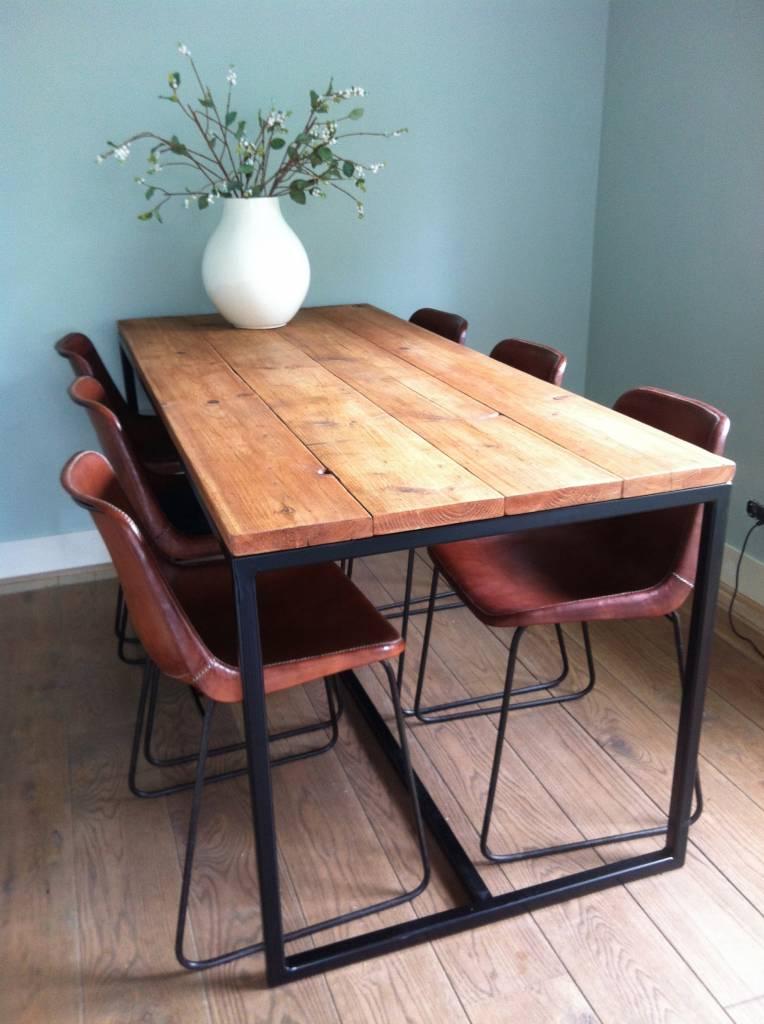Brandal tisch aus bauholz mit untergestell aus stahl for Tisch design wood