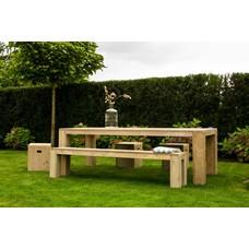 """""""Hamar Garten"""" Tisch aus Bauholz mit Blockbeinen"""