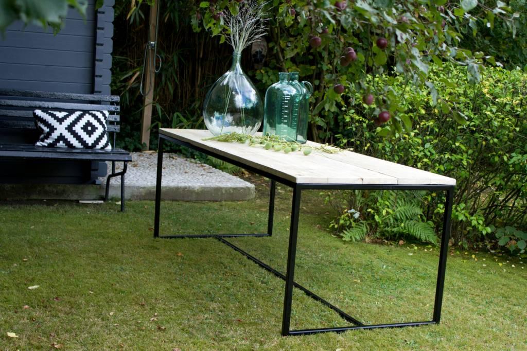 brandal garten tisch aus bauholz mit untergestell aus stahl pure wood design. Black Bedroom Furniture Sets. Home Design Ideas