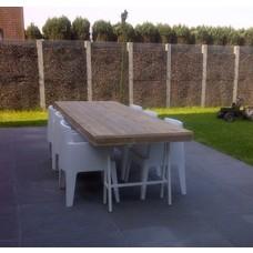 """""""Lystrup Garten"""" Tisch aus Bauholz mit Trägern aus Stahl"""