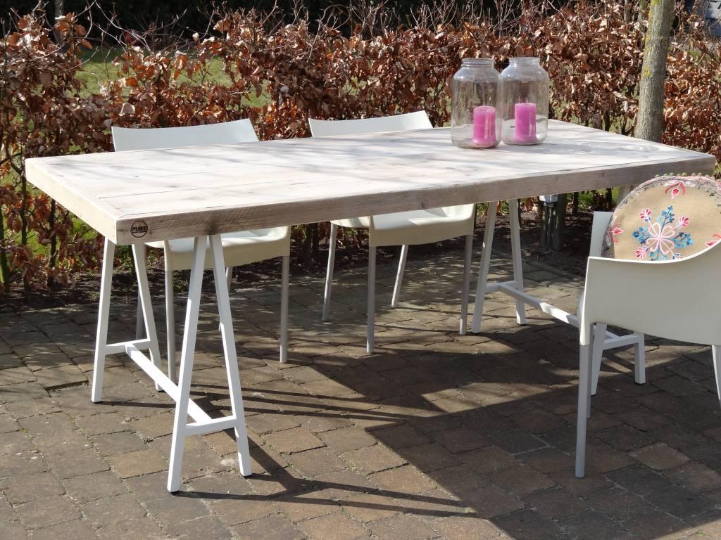lystrup garten bauholz tisch mit tischb cken aus stahl pure wood design. Black Bedroom Furniture Sets. Home Design Ideas