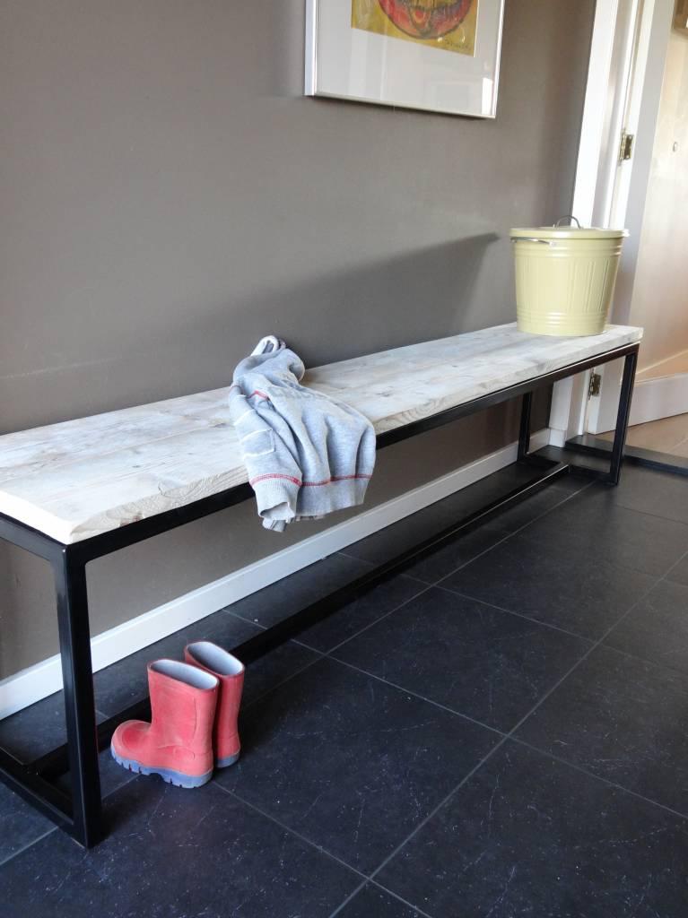 talvik bank aus bauholz mit untergestell aus stahl. Black Bedroom Furniture Sets. Home Design Ideas