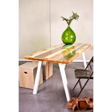 """""""Harstad"""" Tisch aus farbreichem Abbruchholz und Stahlbeinen"""
