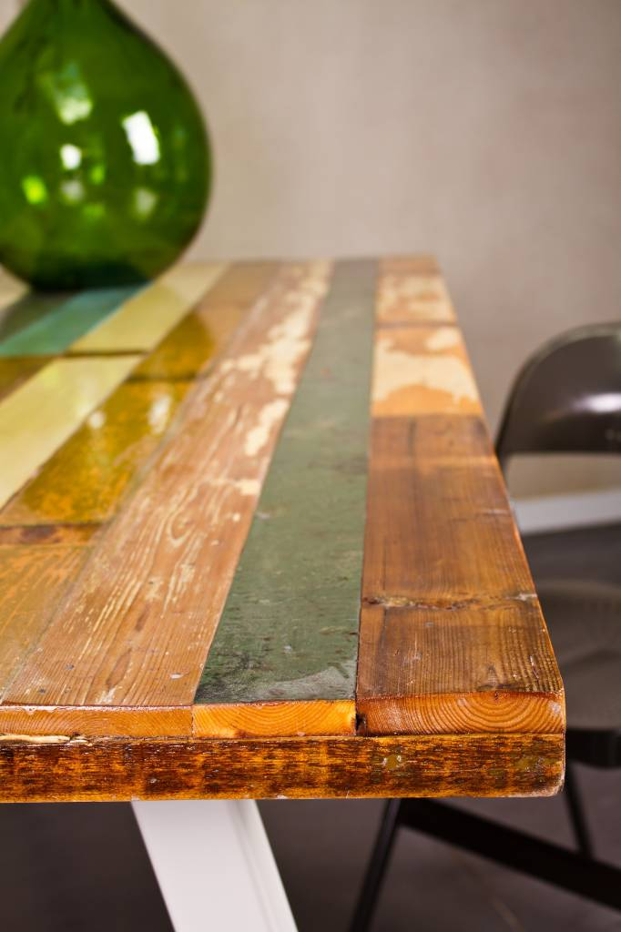Teak Gartenmobel Solingen : Harstad Tisch aus farbreichem recyceltem Holz mit Stahlbeinen  PURE