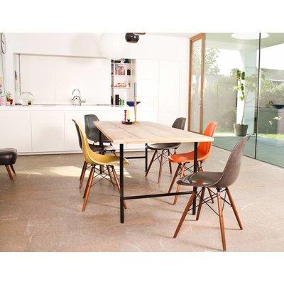 tonsberg tisch aus bauholz mit runden beinen aus stahl. Black Bedroom Furniture Sets. Home Design Ideas