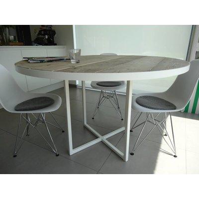 """""""Ringsted"""" Industrieller Tisch aus Bauholz mit runder Platte und Beinen aus Stahl"""