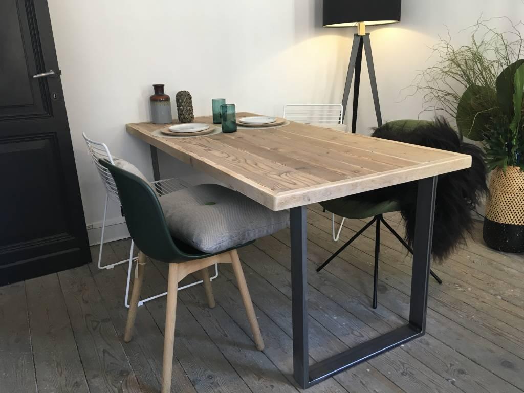 oppland industrieller tisch aus robustem bauholz pure wood design. Black Bedroom Furniture Sets. Home Design Ideas