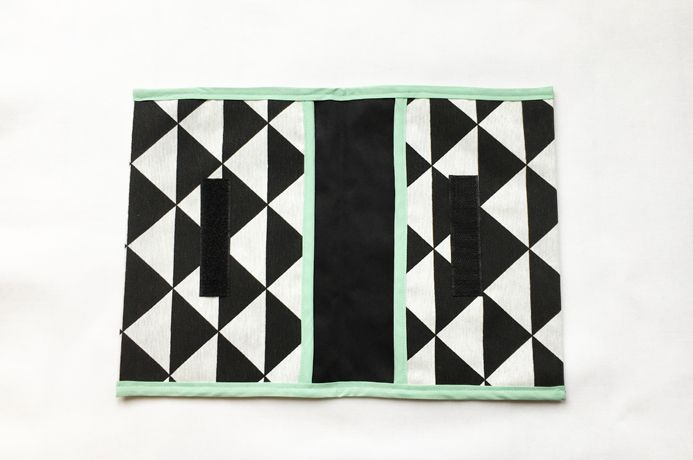 Iek & Jet Luieretui Boris - Black & white traingle mint