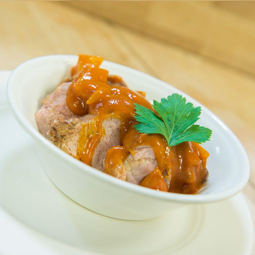 Varkensmédaillons in stroganoffsaus 1000 gram vlees (drie tot vier personen)