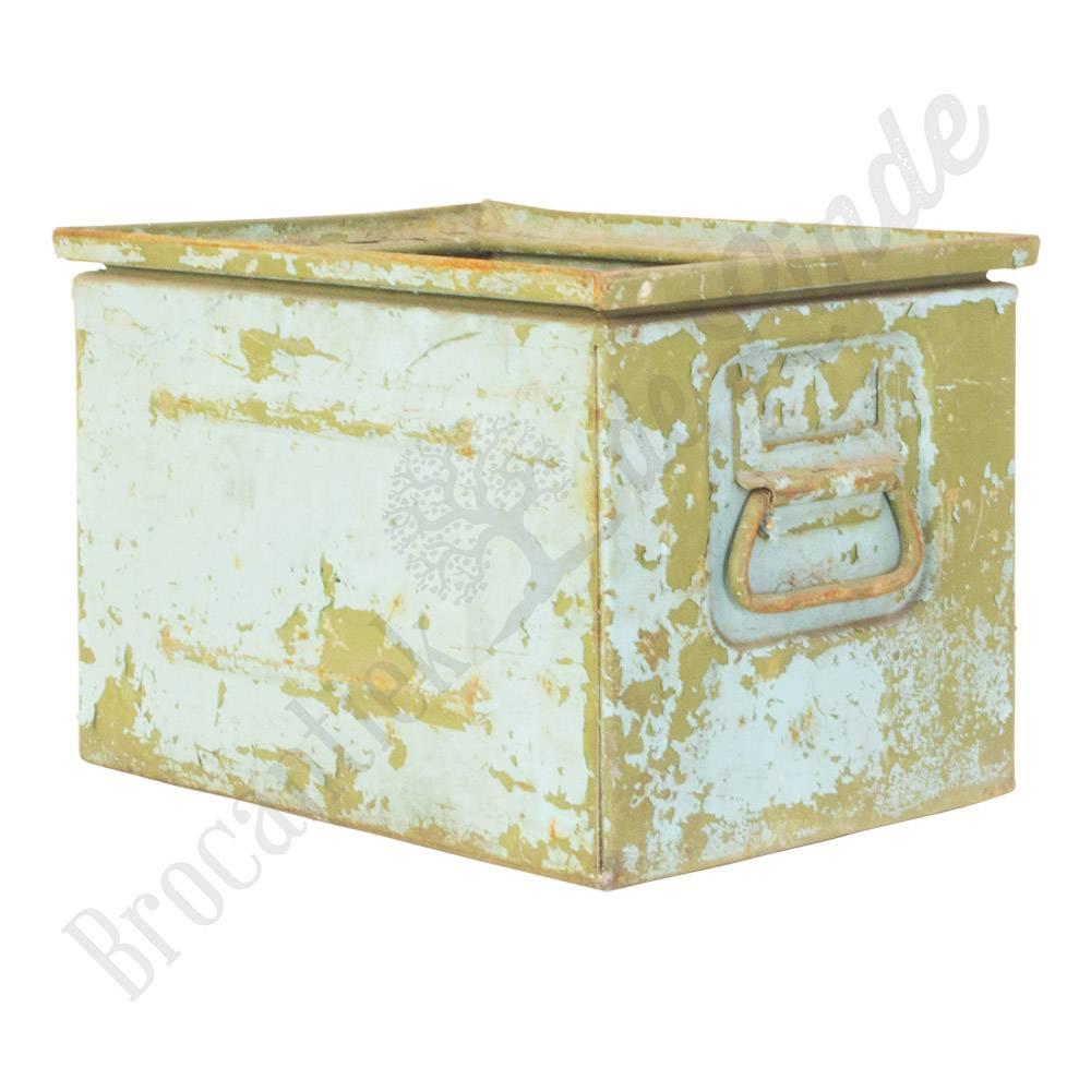 New √ Industriële bakken, houten kisten en vintage manden bij  &IN42