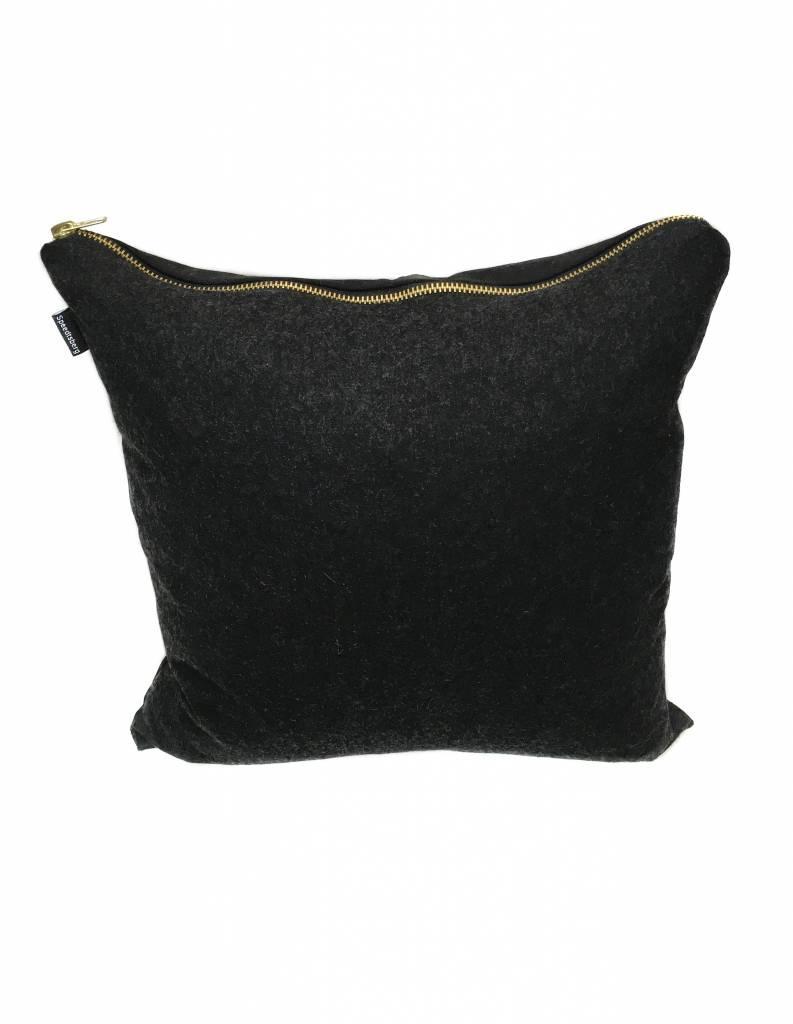 kissenbezug anthrazit mit goldenem rei verschluss livstil. Black Bedroom Furniture Sets. Home Design Ideas