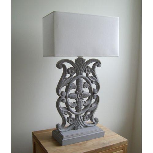 Sfeerlamp grijs opengewerkte voet witte kap puur basic for Mooie tafellampen
