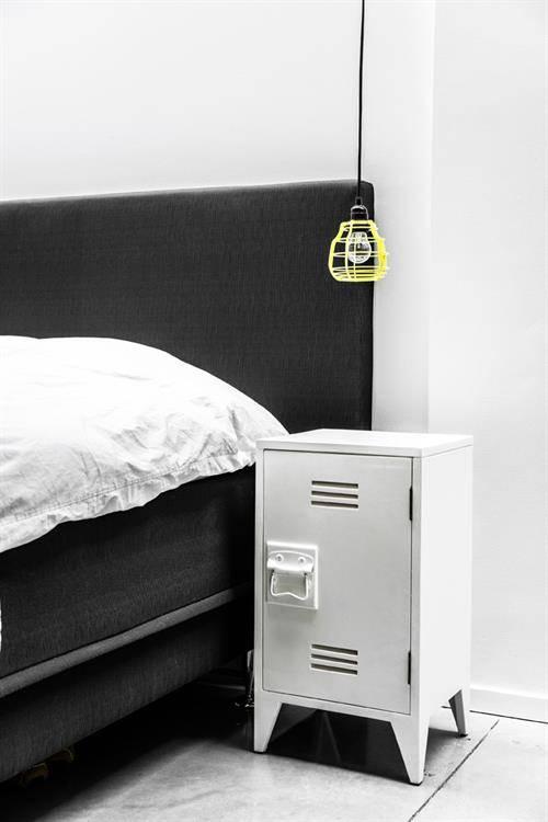 Zwart Houten Nachtkastje.Nachtkastje Wit Hout Awesome Retro Hout Met Metalen Wit Grijs Zwart