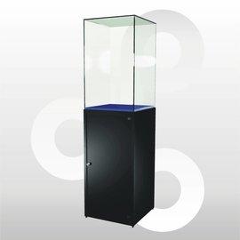 Sokkelvitrine SV1 500 zwart met hoge stolp en onderkast