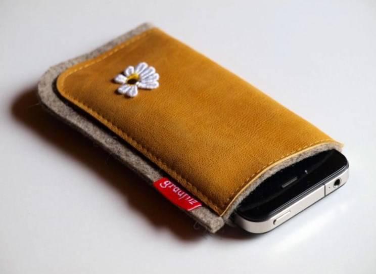 Smartphone Tasche curry mit Margerite