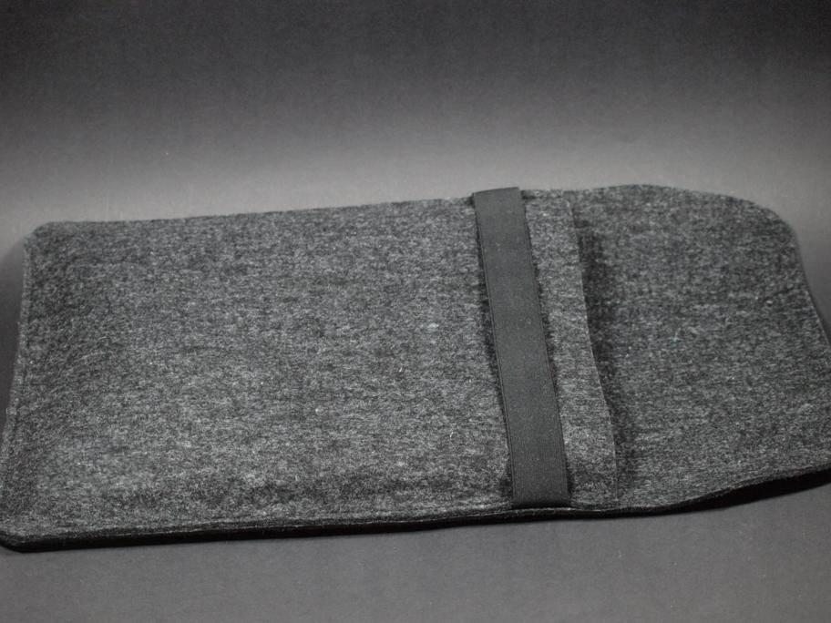 Notebookhülle aus anthrazitfarbenem Wollfilz