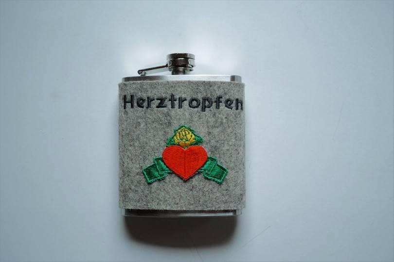 Taschenflasche  in grau mit Herzapplikation