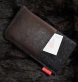 Smartphonetasche mit nougatfarbenem Leder