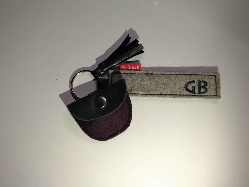 Schlüsselanhänger mit Ledertäschchen