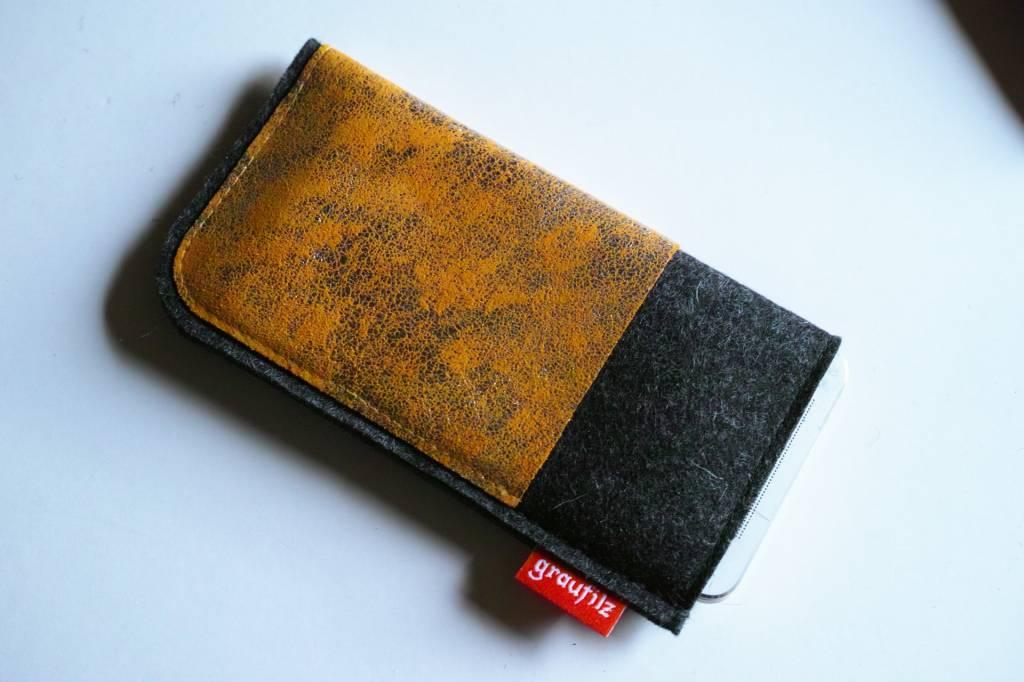 Smartphonetasche mit goldenem Leder