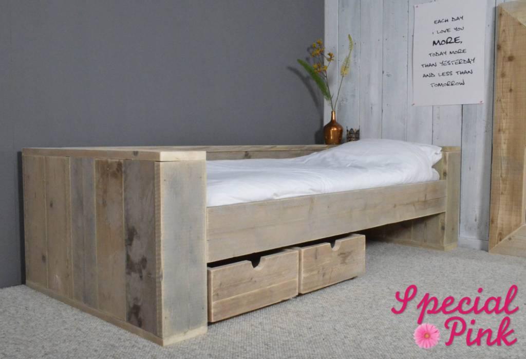 Eenpersoonsbed van steigerhout, goedkoop bij Special Pink! - Special ...