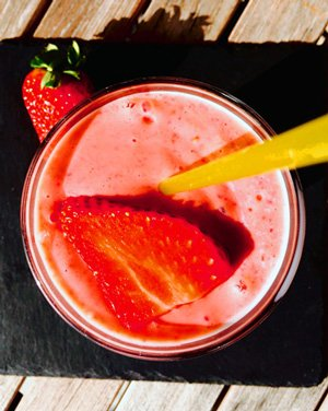 STRAWBERRY SMOOTHIE WITH LUCUMA