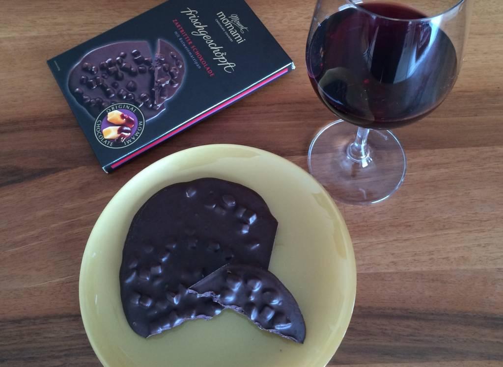 Frischgeschöpfte Zartbitter Schokolade - Rotweinmarzipan