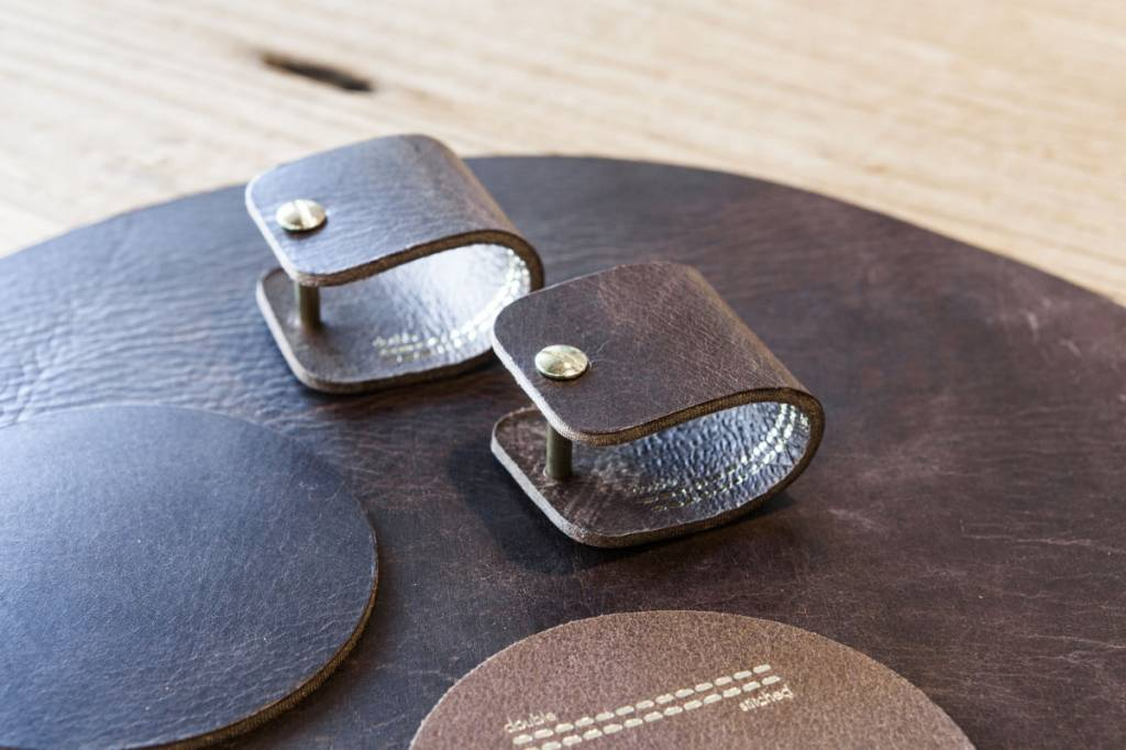 Double Stitched Ronde, lederen placemat in Chocolat Brown