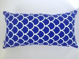 Made by Mimi Kussen print blauw grafisch 48x25
