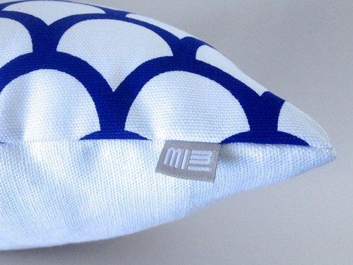 Made by Mimi Cushion print white & blue