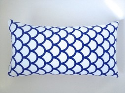 Made by Mimi Kussen print wit blauw grafisch 48x25
